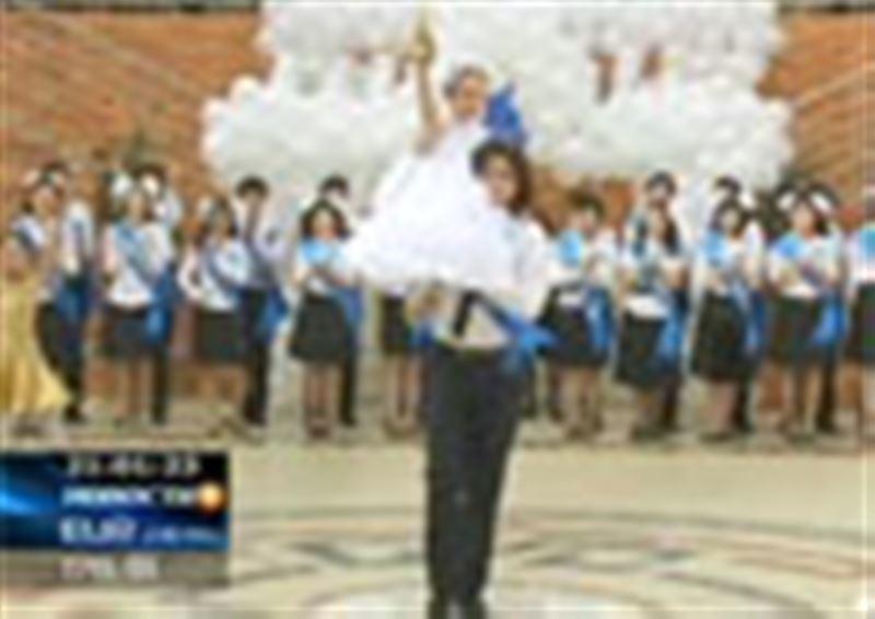 Для ста сорока двух тысяч казахстанских выпускников средних школ прозвенел последний звонок