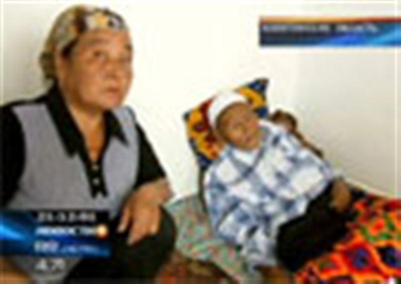 В Алматинской области ветеран войны уже несколько лет ютится в съемном домике-мазанке