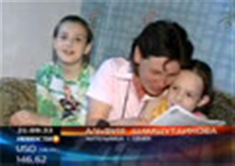 Многодетной семье из Семея помогла неизвестная женщина.  Она передала им деньги на покупку дома
