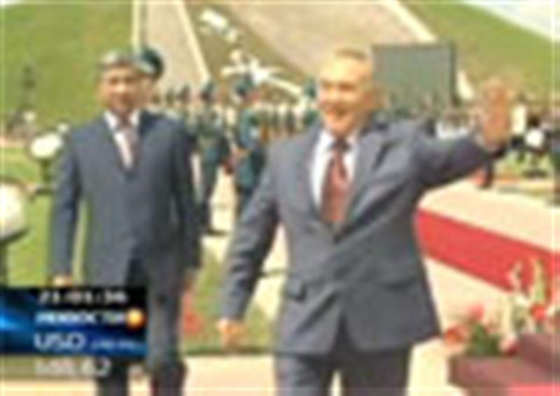 Казахстанские парламентарии не намерены отдавать официальной Анкаре пальму первенства в вопросе установки памятника Нурсултану Назарбаеву