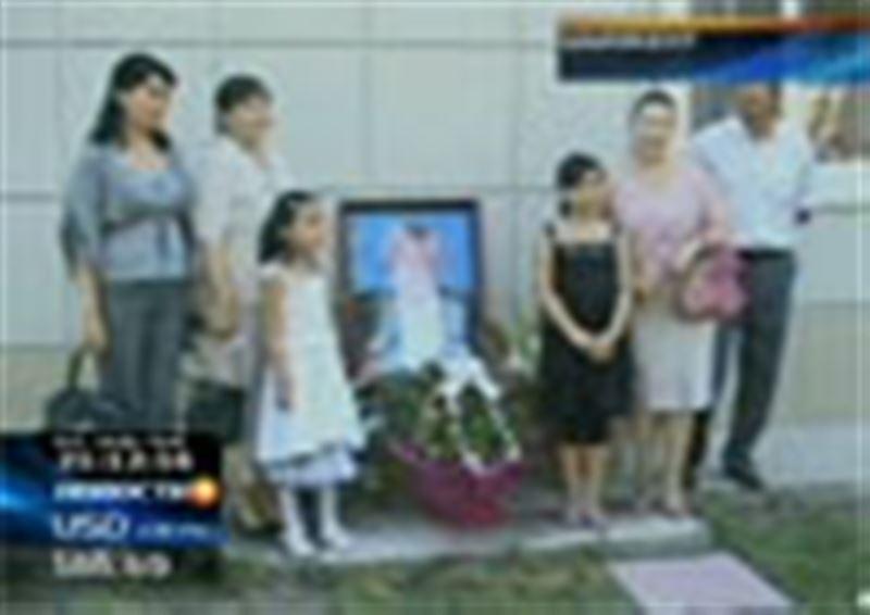 Правительству Казахстана предложили увековечить имена погибших врачей