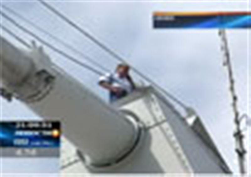 Житель Семея  взобрался на 90-метровую высоту и грозил спрыгнуть оттуда в Иртыш