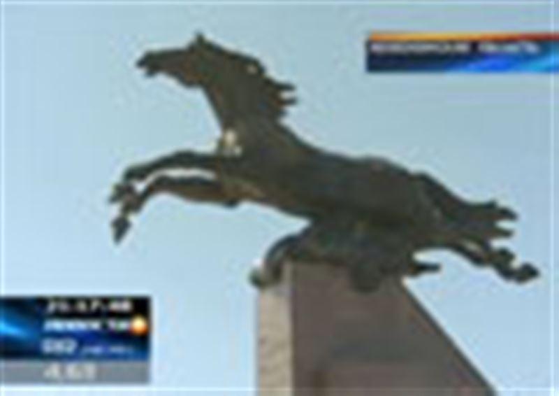 В бронзе изваяли легендарного Кулагера - скакуна прославленного акына Акан-серэ