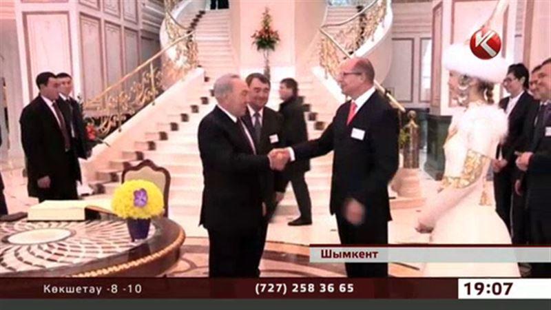 Назарбаев Шымкенттегі алтын жалатылған қонақүйде болды