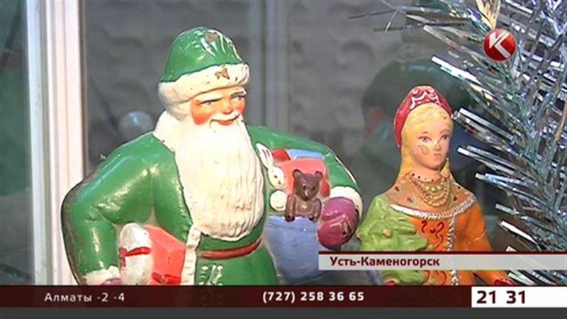 Снегурочки и Деды Морозы из папье-маше представлены в Усть-Каменогорске
