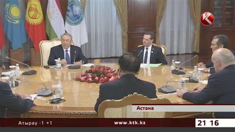 Шесть государств региона, включая Казахстан, собираются отказаться от американского доллара