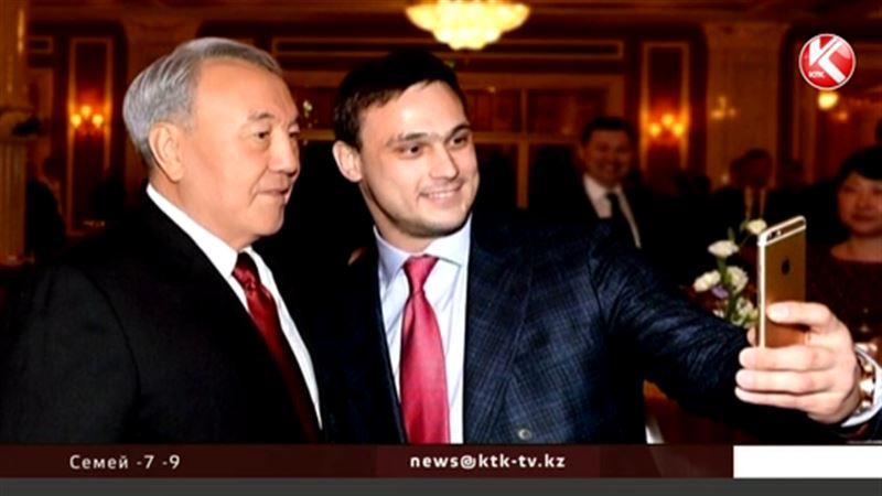 Илья Ильиннің  президентпен  түскен селфиі интернетті дүр сілкіндірді