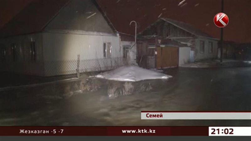 В Семее вода опять подступает к окраинным улицам