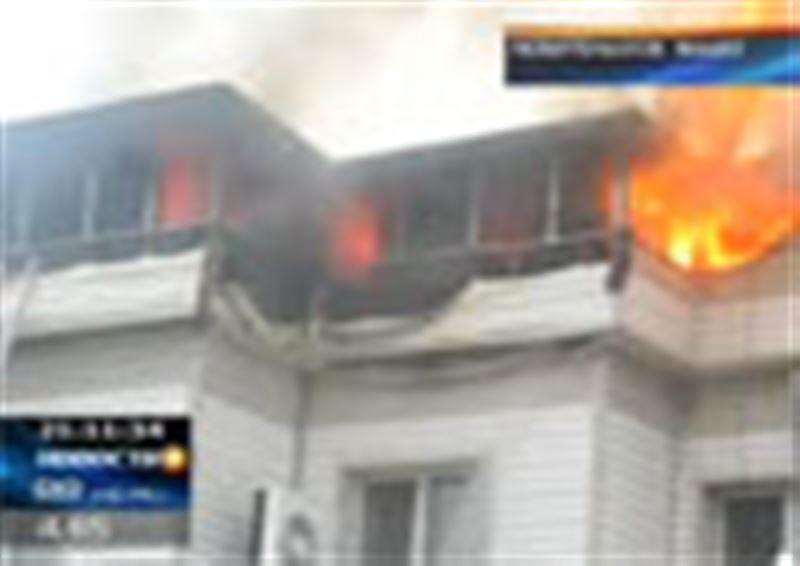 В центре Павлодара практически полностью сгорела городская кондитерская «Крендель»