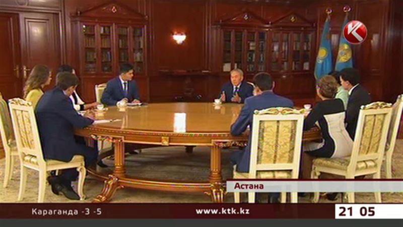 Глава государства рассказал журналистам о своем хобби и гардеробе и даже спел
