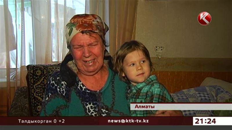 В Алматы пенсионерка с внуком рискует встретить Новый год на улице