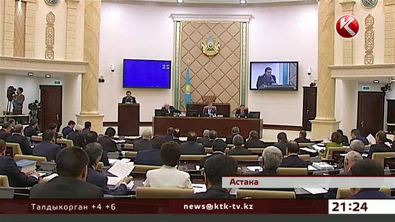 Казахстанские сенаторы в Дед Мороза рядиться не хотят