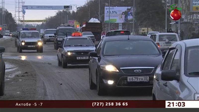 Павлодарские таксисты не собираются тратиться на детские автокресла