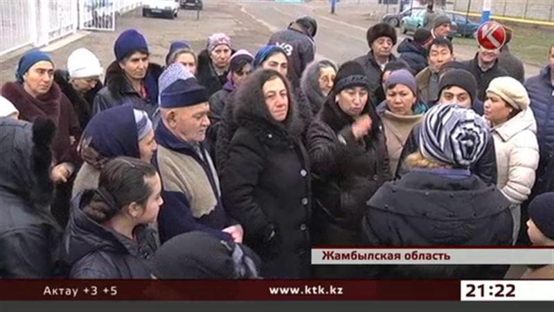 Жители жамбылского села массово опаздывают на работу и учебу