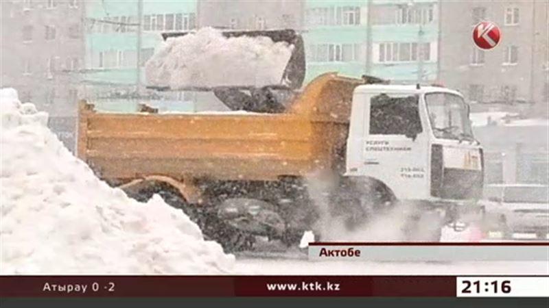 Актобе завалило снегом