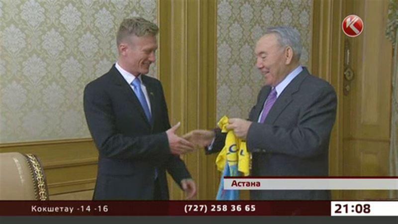 Нурсултан Назарбаев получил жёлтую майку лидера