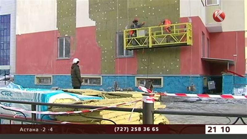 В холодном и опасном доме астанчане ждут окончания ремонта