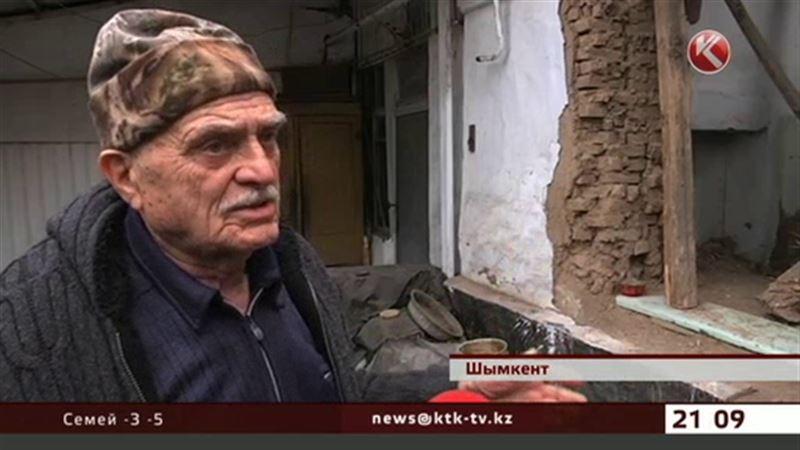 В Шымкенте труженик тыла может погибнуть под завалами своего дома