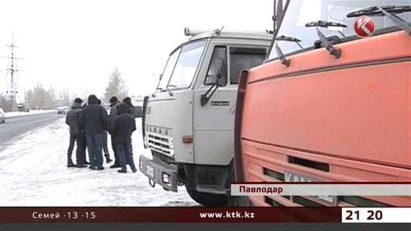 В Павлодаре некому убирать снег – водителям не платят