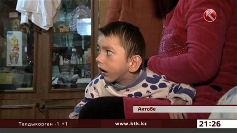 «Хрустальный мальчик» из Актобе кормит всю свою семью