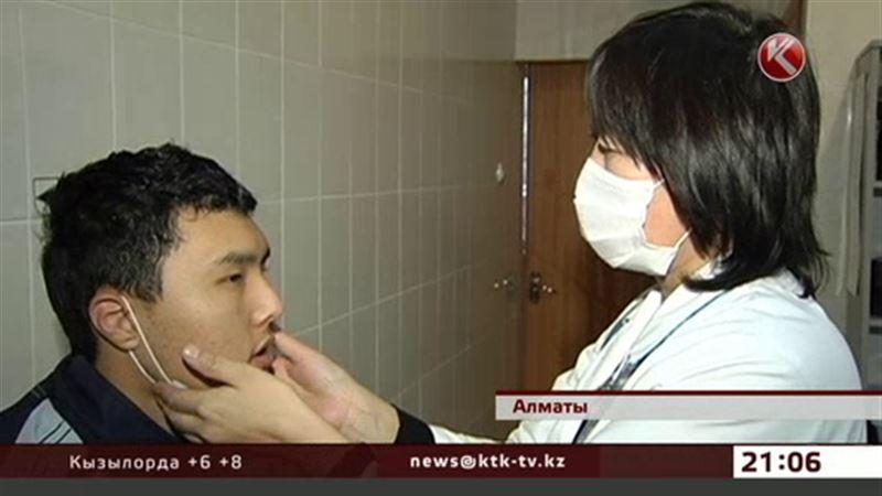 Алматинцы из-за переменчивой погоды все чаще болеют гриппом