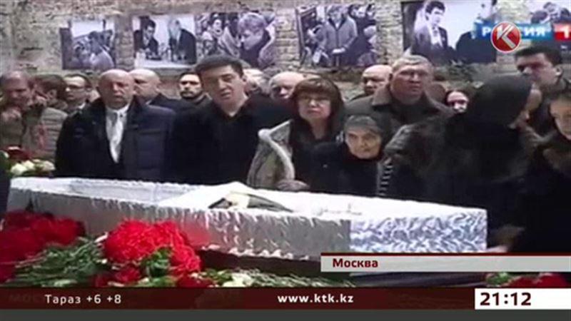 Путин и Медведев не пришли на похороны Немцова