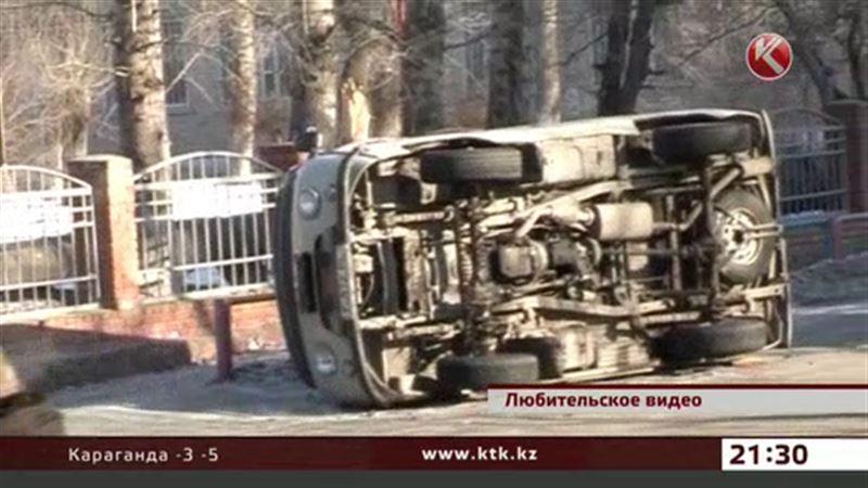 Машина скорой помощи попала в аварию