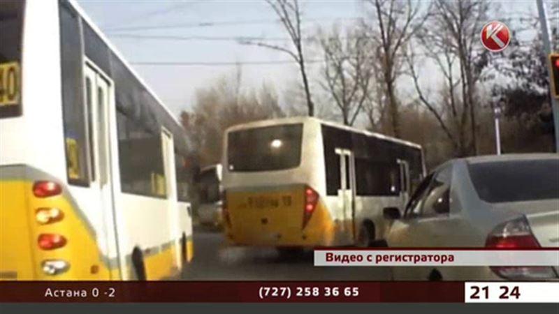 Шымкентцы снимают автобусников-лихачей на видео для полиции