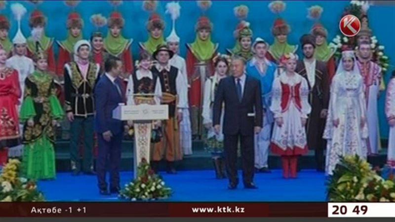 Назарбаев 20 жыл бұрын алдында ән салған өнерпазбен Көкшетауда жолықты