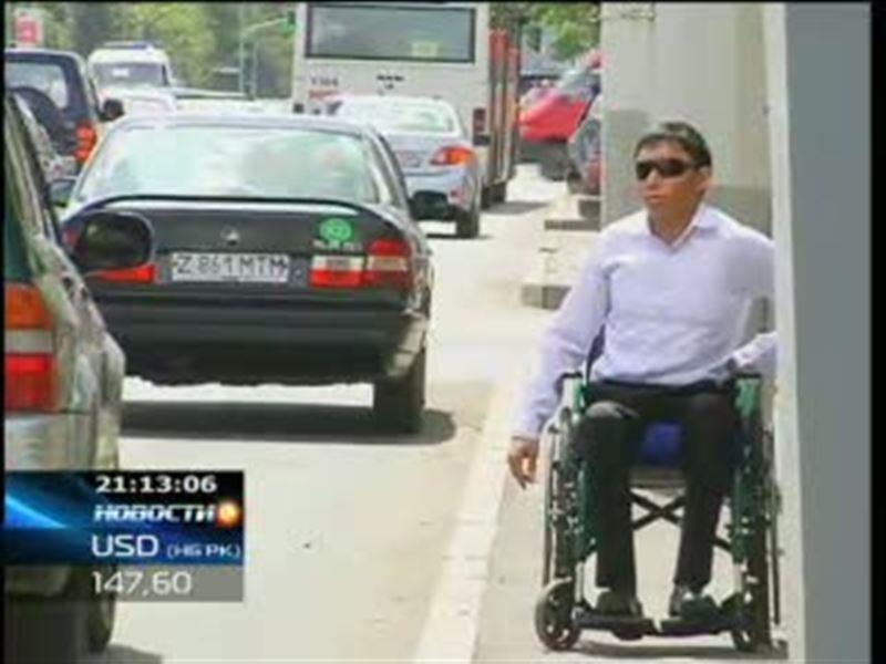 В Астане появилась новая услуга - бесплатное такси, которое предназначено специально для перевозки людей в инвалидных колясках