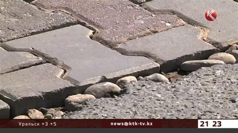 Заплатки из брусчатки появились на дорогах Шымкента