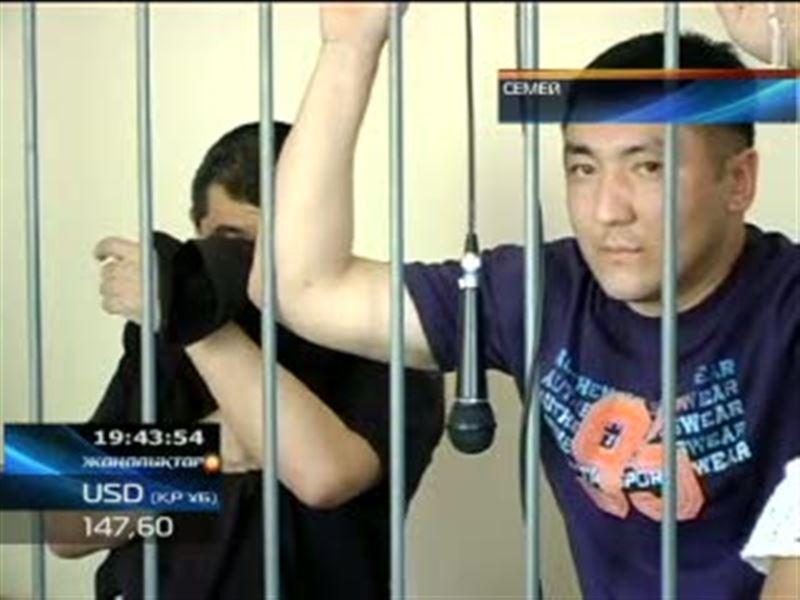 Громкий судебный процесс закончился в Семее. Осудили двоих полицейских, вымогавших деньги с иностранца за подброшенные наркотики