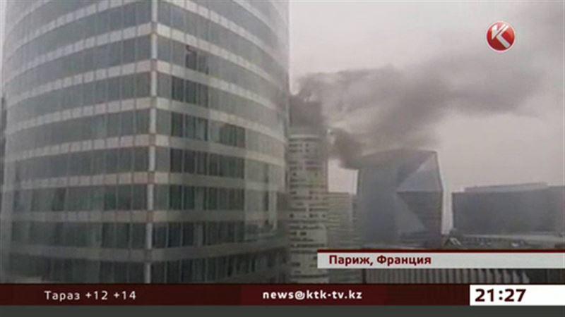 В Париже загорелась башня Кёр Дефанс