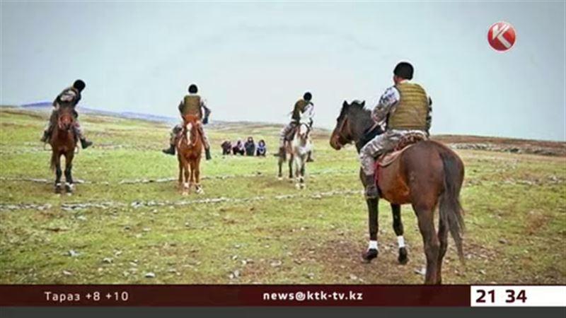 Казахстанские военные пересели с танков на породистых лошадей