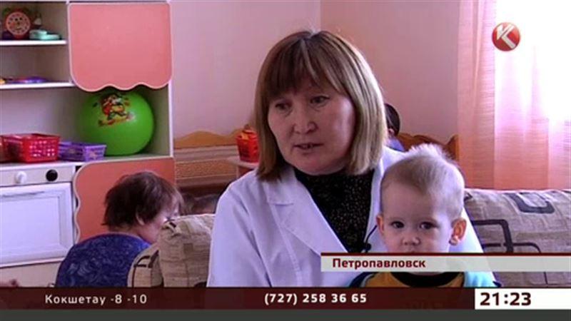 В Петропавловске многодетная мать забрала помощь и бросила малышей