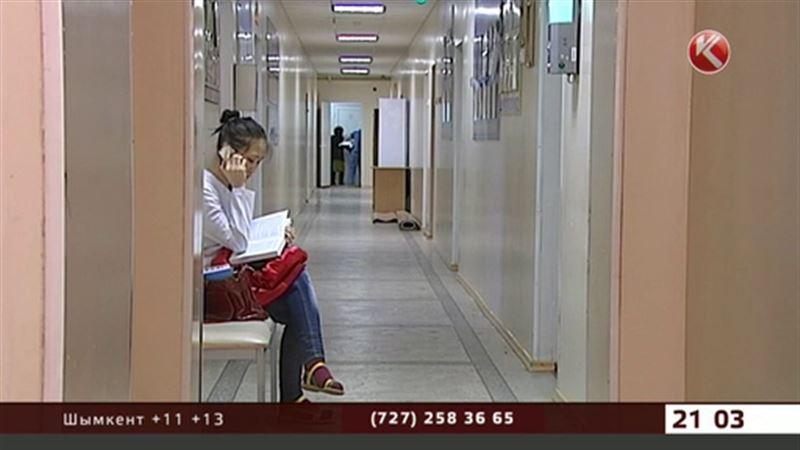 Отравившиеся в астанинском ресторане остаются в больнице