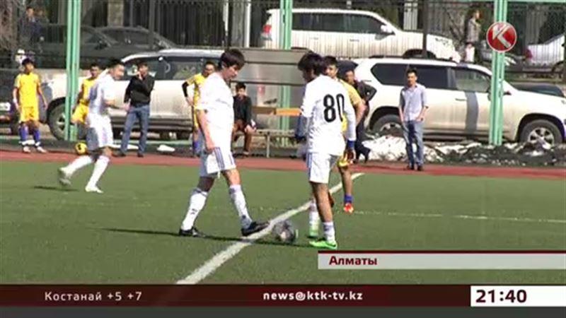 Казахстанские звезды сыграли в футбол для детей-сирот и инвалидов