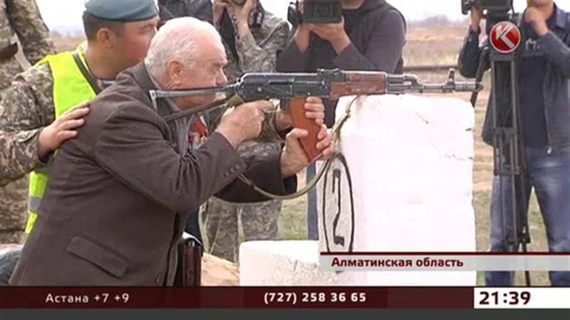 Ветераны снова взяли в руки оружие времен Великой Отечественной