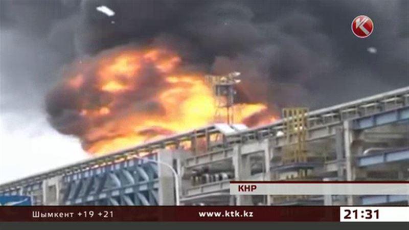 В Китае горит нефтехимический завод