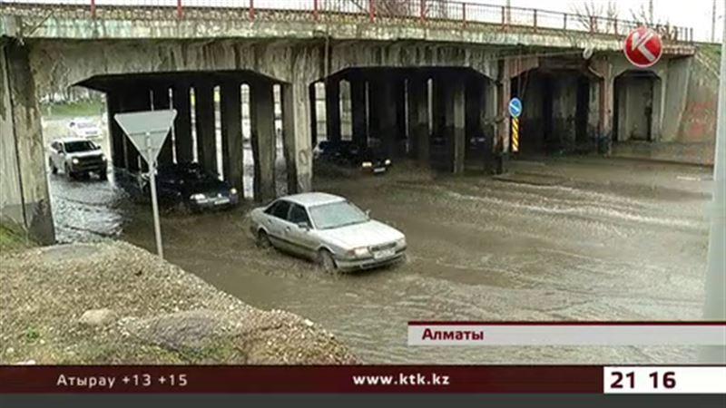Циклон, пришедший с Черного моря, едва не утопил Алматы