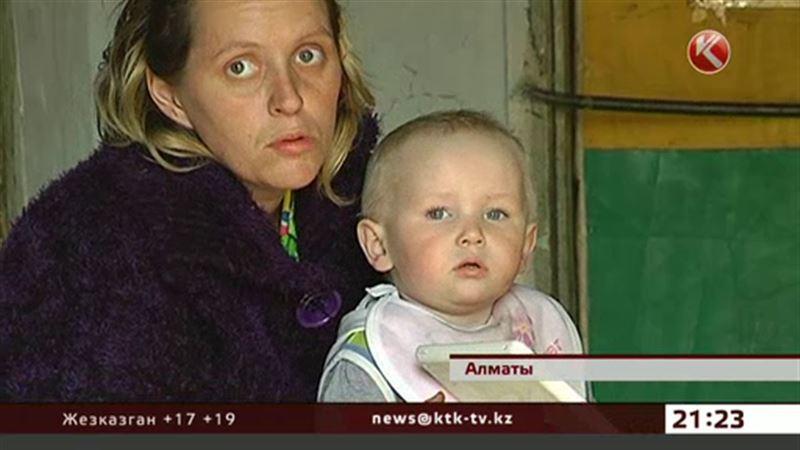 В Алматы мать с пятью детьми живет без документов и в полной нищете
