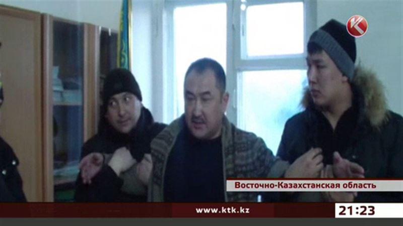 В ВКО сельского акима лишили должности и осудили