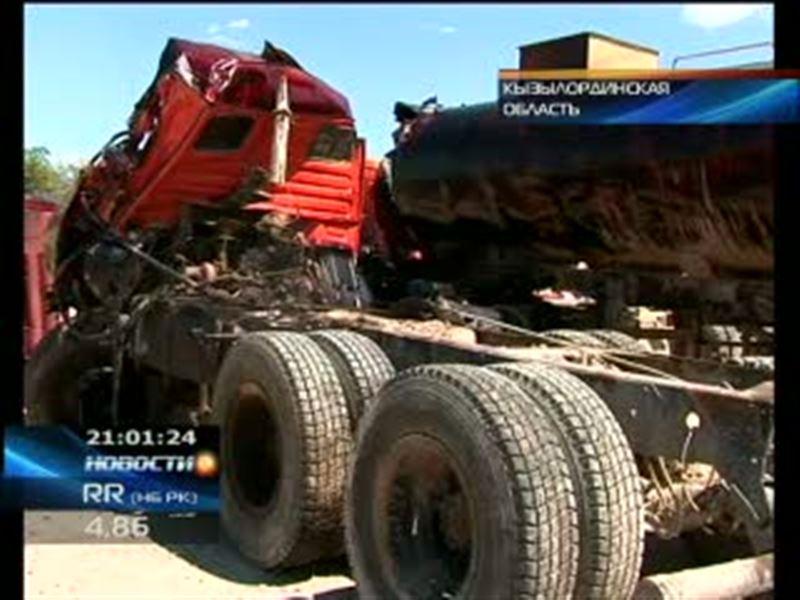 В Кызылординской области на трассе столкнулись нефтевоз и грузовик