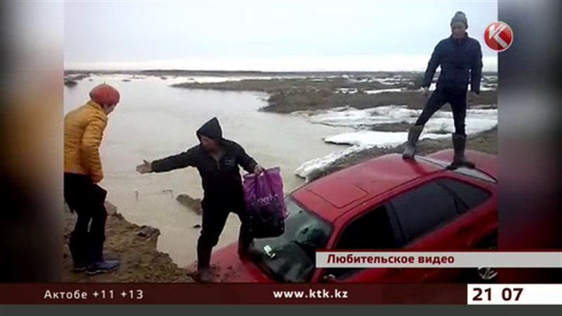 На востоке страны затопило поселок, размыло дороги
