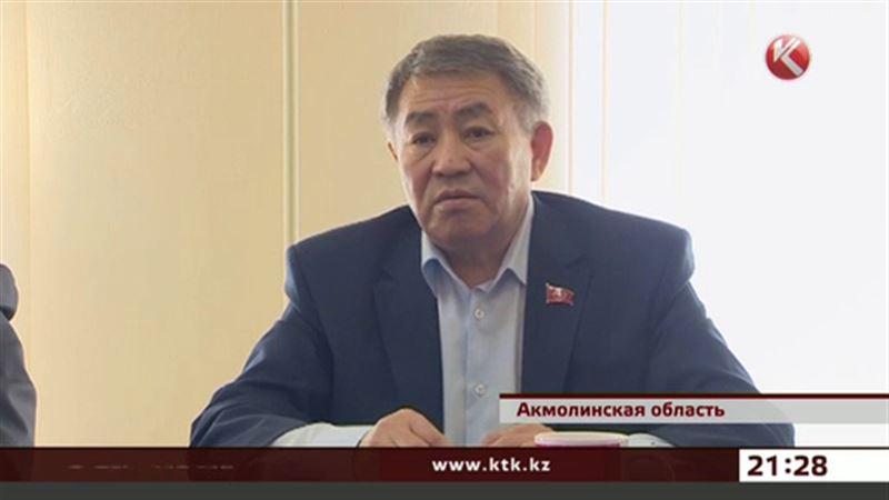 Тургун Сыздыков призывал жителей Акколя идти верной дорогой к коммунизму