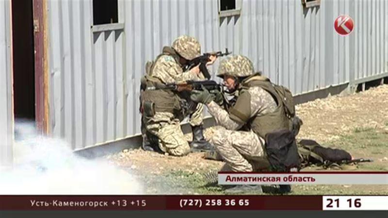 Казахстанские военные учатся бороться с террористами