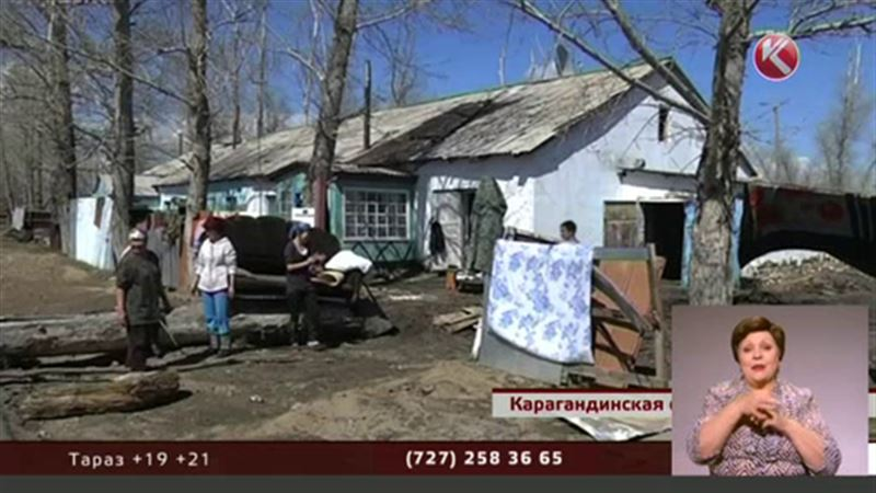 После потопов люди возвращаются на развалины