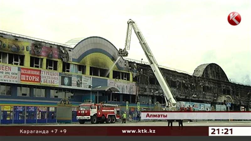 Огонь уничтожил крупнейший торговый центр Алматы