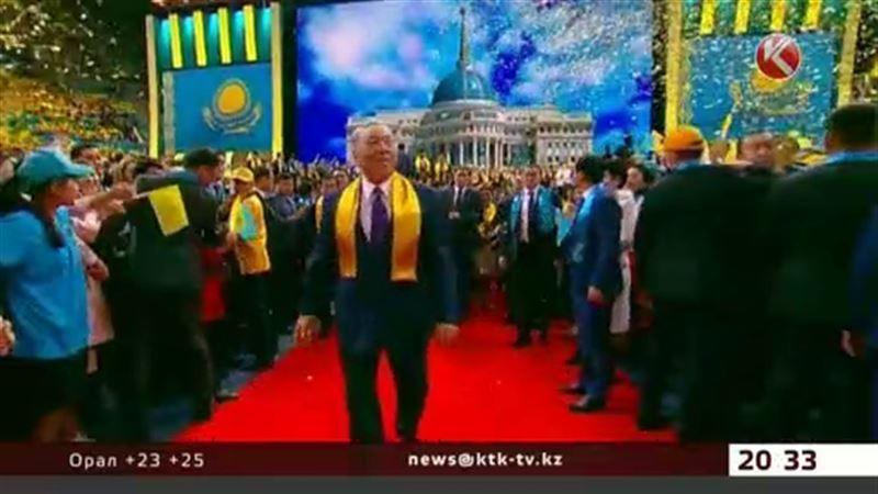Назарбаев құттықтау хаттарын оқып үлгермей жатыр