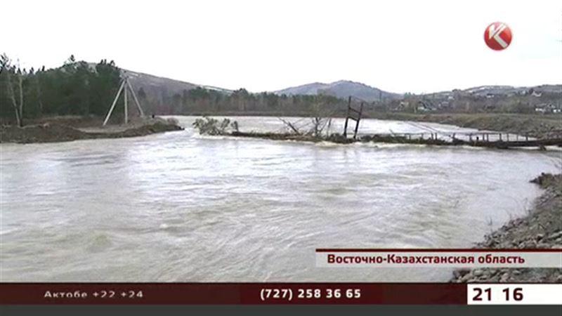 В поселке Тишинском ВКО паводок снёс ещё один мост
